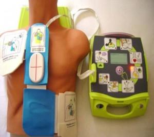 desfibriladores-y-vitrinas-servicios-de-cardioproteccion-integral-por-renting-300x267