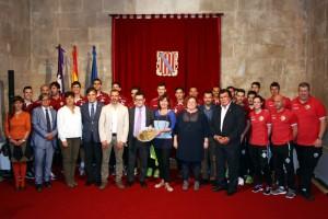 Foto de familia de la recepción del Govern Balear al Palma Futsal 2
