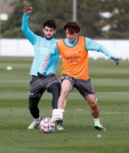 Xavi-Sintes-Entreno-primer-plantilla-Real-Madrid-500x591