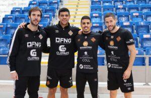 web-Los-cuatro-internacionales-del-Palma-Futsal-posan-en-Son-Moix-300x194