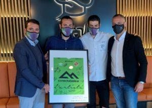 thumbnail_Vadillo y José Tirado, acompañados por varios jugadores, estuvieron en la inauguración del nuevo restaurante (2)