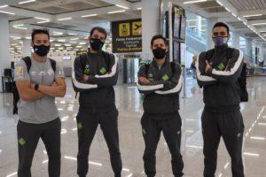 thumbnail_Marlon, Fabio, Rafa López y Tomaz posan en el aeropuerto de Son Moix antes de arrancar el viaje hacia Ferrol (2)
