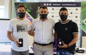 thumbnail_Rafa López, José Tirado y Hamza posan con los relojes obsequio del Palma Futsal