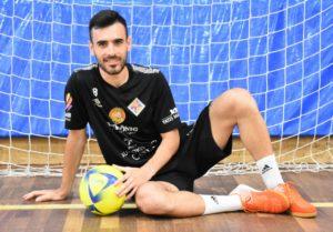 thumbnail_Eloy Rojas con la camiseta del Palma Futsal
